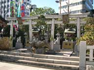 adachinoryu-small-shrines.jpg